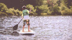 scuola-sup-stand-up-paddle-bambini-roma-fregene-santa-severa-filippo-lera-gioia-uliana-malika-surf-school-fisw-coni